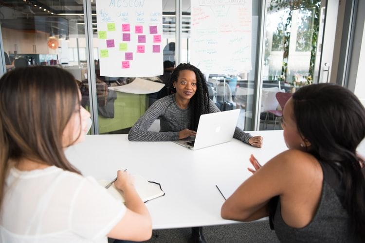 كيفية كتابة سيرة ذاتية ناجحة من وجهة نظر HR في 7 خطوات لا تتجاهلها