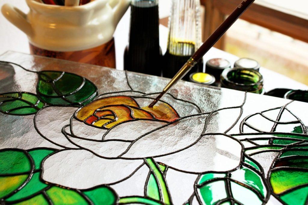 خطوات الرسم على الزجاج