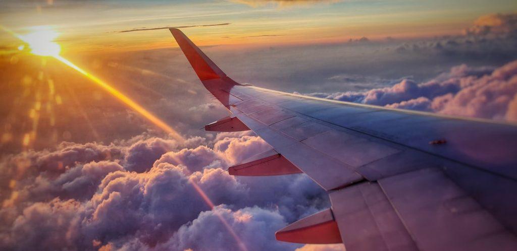 أمور هامة في الطائرة لرحلة أمنة مع رضيع مسافر