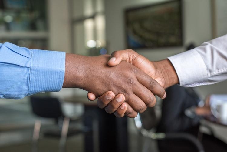 كيفية بيع منتج أو خدمة ما في 3 خطوات لإتمام العملية بنجاح