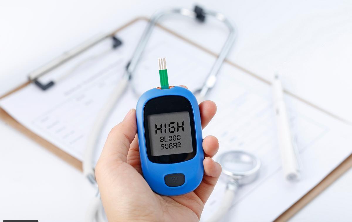 كيفية قياس نسبة السكر في الدم بـ 4 طرق