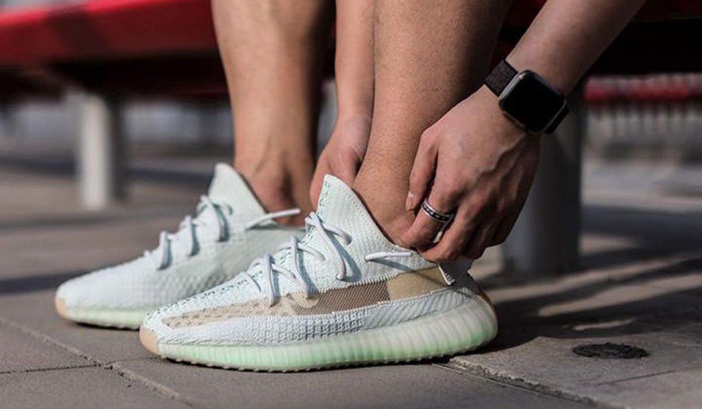 كيف أنظف الحذاء الأبيض؟