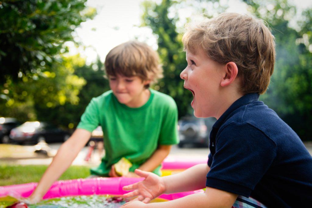 كيف تتعامل مع طفلك المصاب بفرط الحركة وتشتت الإنتباه: أهم 5 نصائح ومعلومات عن الموضوع 1