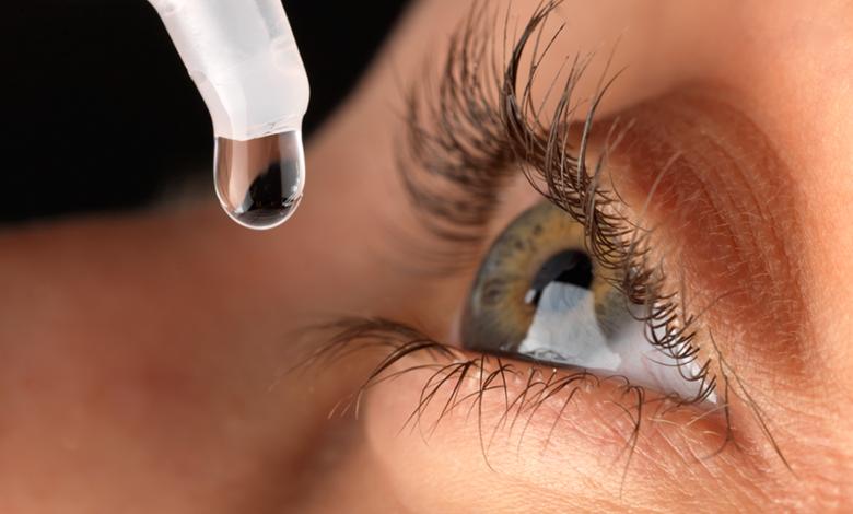 كيفية وضع قطرة العين: 9 خطوات متستهونش بيها حتى لاتعرض عينين الطفل للخطر