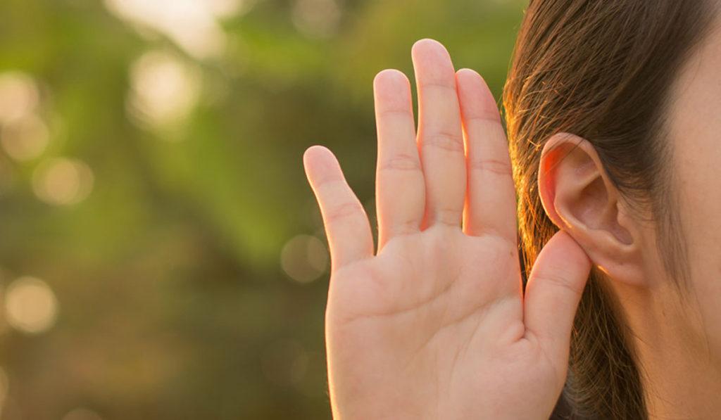 محاذير تنظيف الأذن