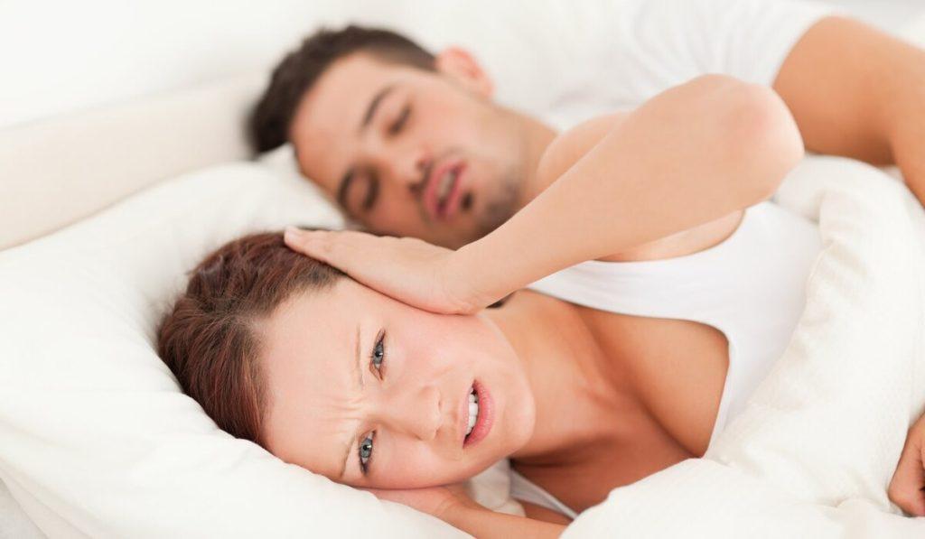 أسباب الشخير أثناء النوم