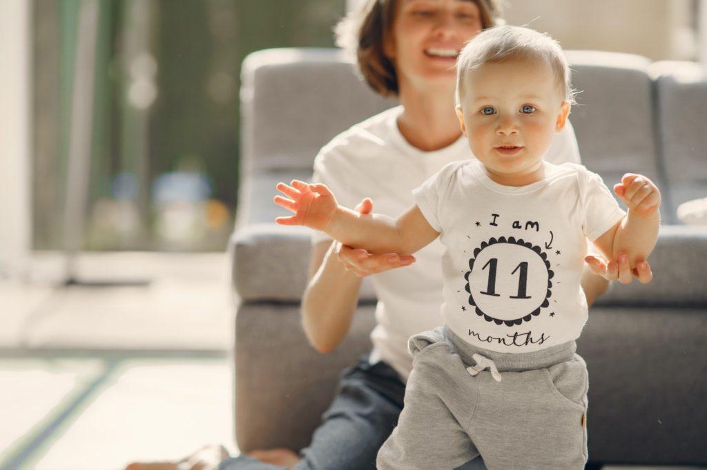 كيفية تعليم طفلك المشي: افضل 10 خطوات 2