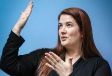 كيفية تعلم لغة الإشارة في 4 خطوات تساعد على تعلمها بسهولة
