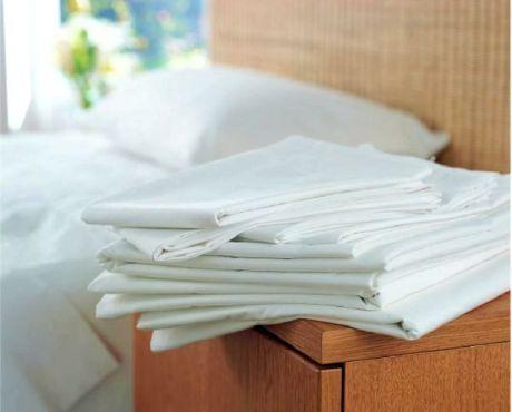 طرق تنظيف الملابس البيضاء من البقع الصعبة