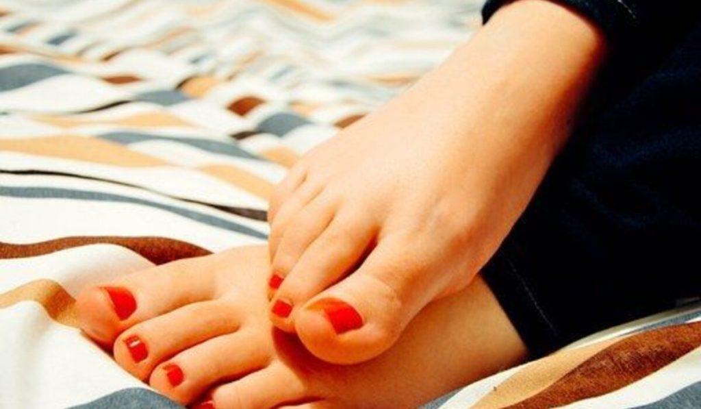 أفضل العلاجات المنزلية لتشقق الكعب