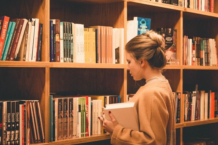 احرص على التسجيل في أحد برامج التبادل الثقافي لتعلم اللغة الانجليزية