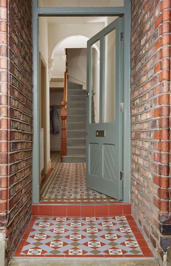 إختيار اللون المناسب لباب المنزل