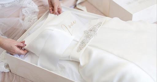 تنظيف فستان الزفاف