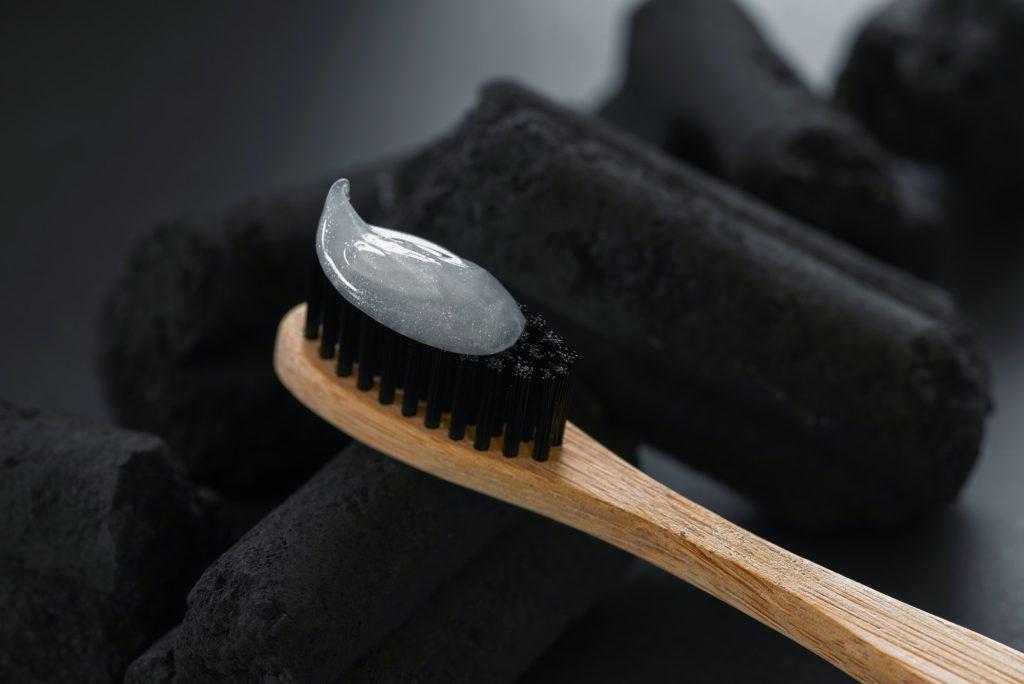 أهم الاستخدامات الجمالية بمعجون الأسنان