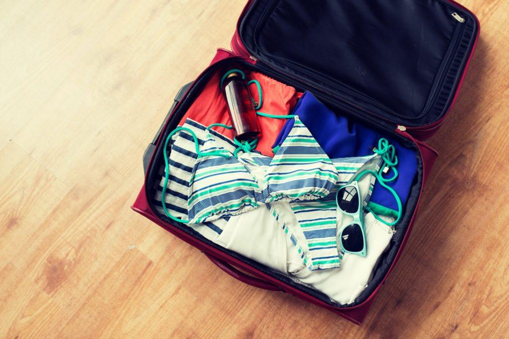 كيفية طي الملابس وتنظيمها في حقيبة السفر؟