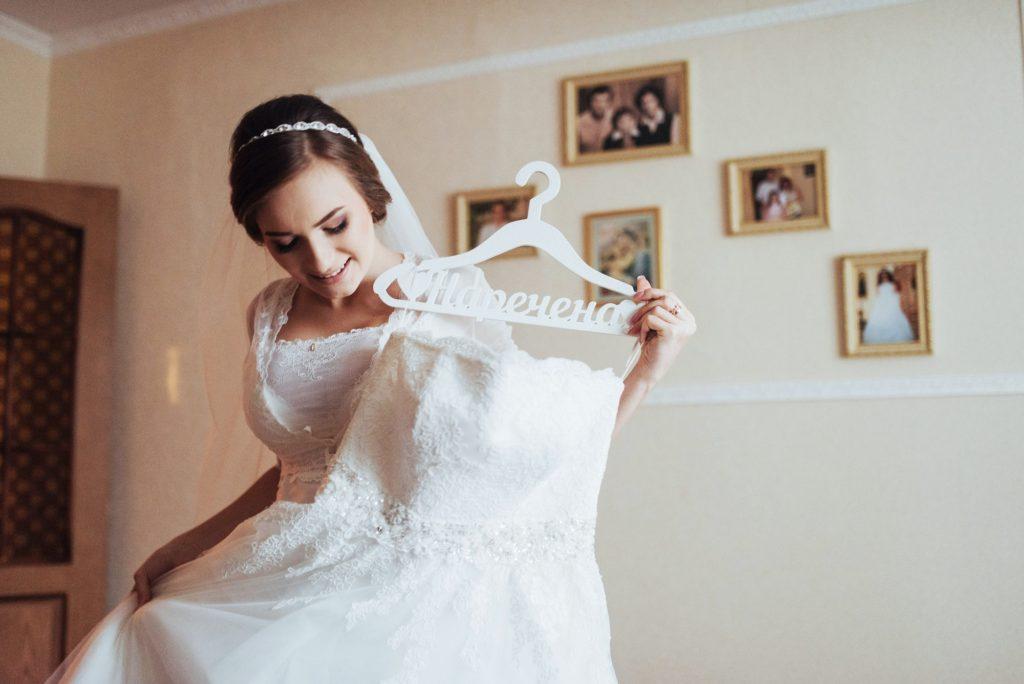 طريقة تنظيف فستان الزفاف في المنزل
