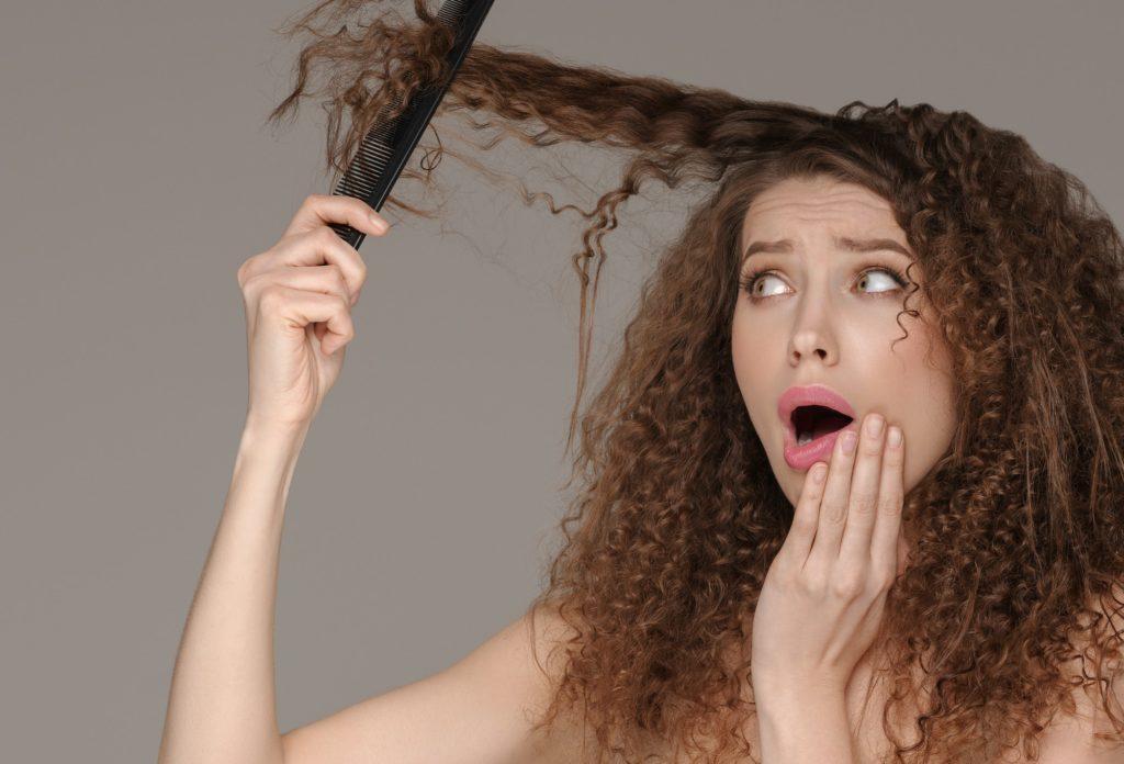 طرق علاج تساقط الشعر بمكونات طبيعية