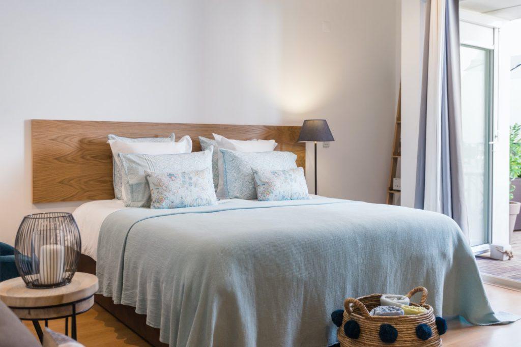 غرف نوم مودرين صغيرة المساحة للعرسان