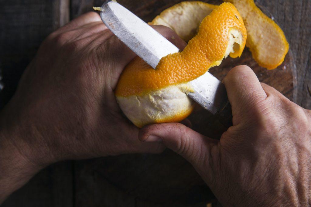 أهمية قشر البرتقال الطازج للبشرة