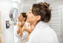 كيفية تقليل ظهور تجاعيد الوجه المبكرة؟ 5 عادات تسبب شيخوخة الجلد