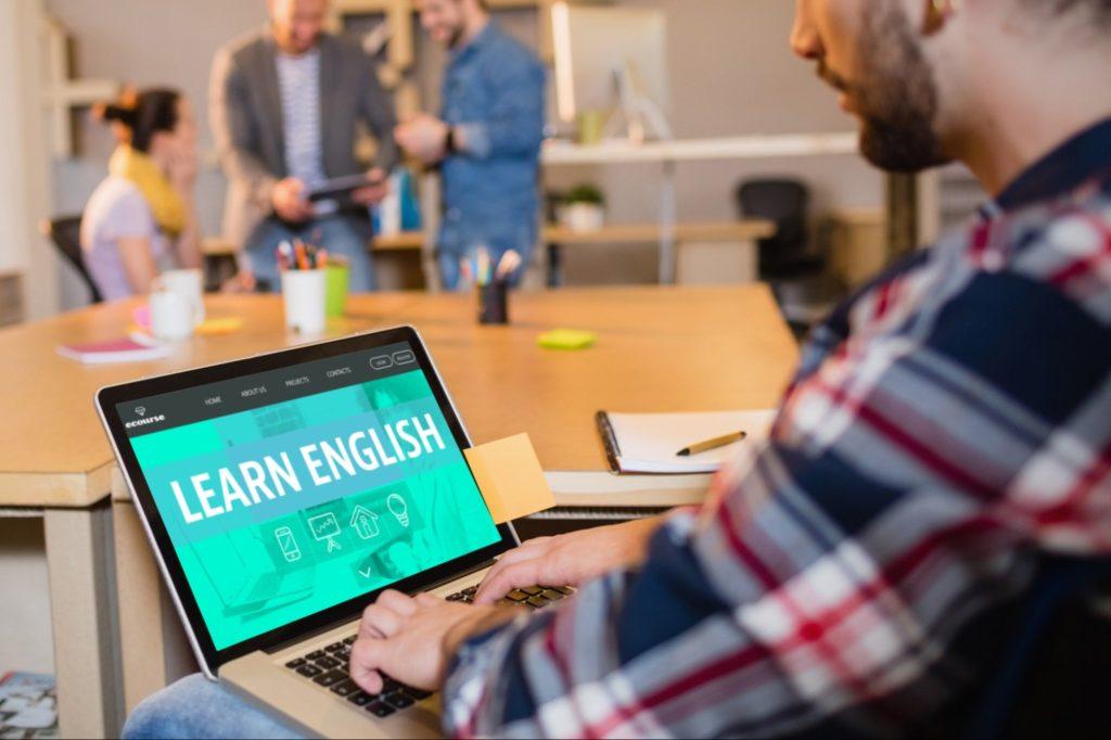 طرق تعلم اللغة الانجليزية عبر الإنترنت
