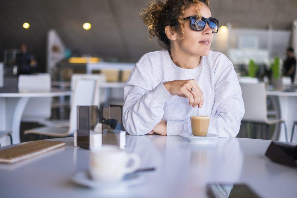 أهمية اختيار مدى ظلام نظارتك الشمسية