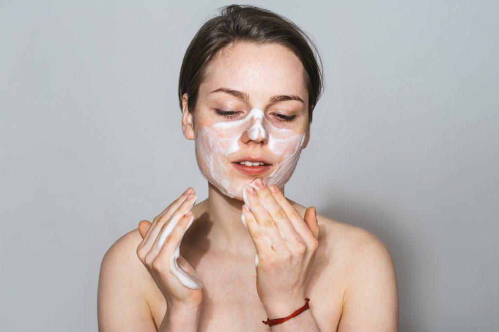 نصائح لتقليل ظهور الشعر في الوجه