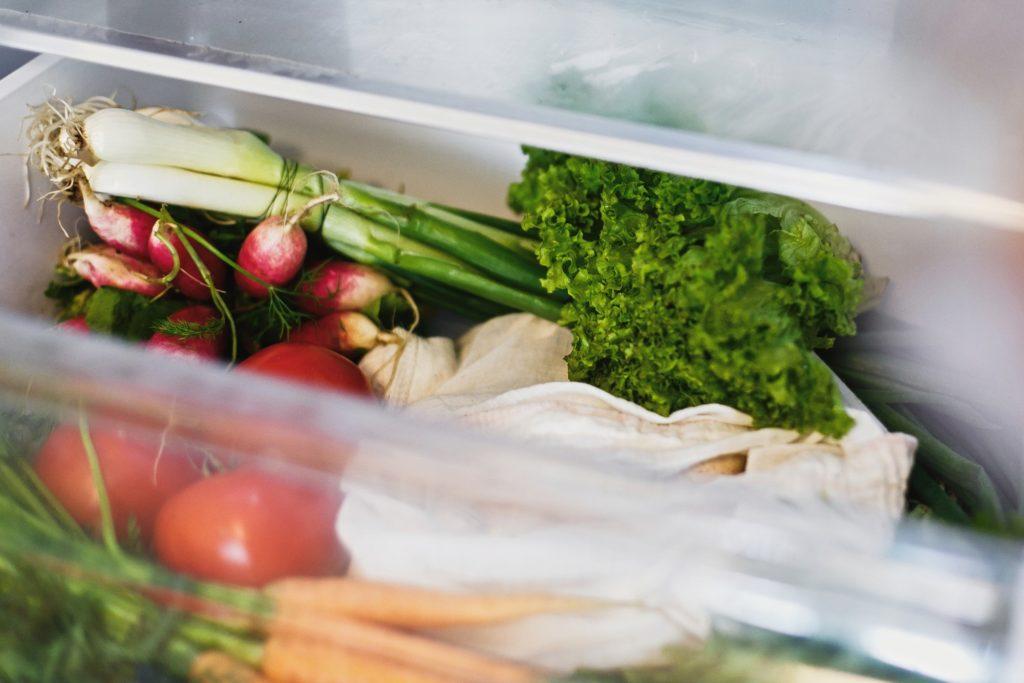 تعلم حفظ الخضروات الورقية في ورق الزبدة