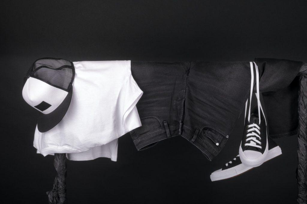 طريقة غسل الملابس الجينز ذات اللون الأسود