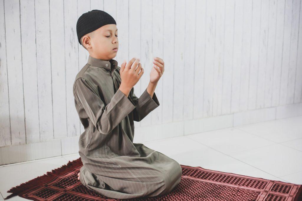 أمور هامة عند تعليم الصلاة للطفل