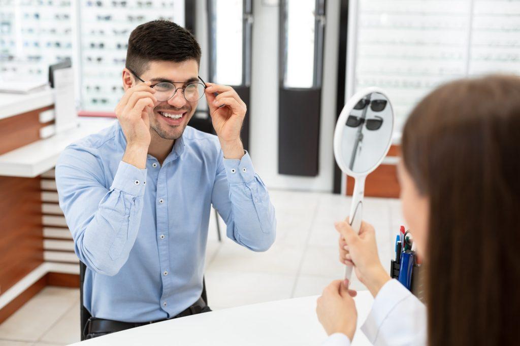 ماهي مدة التأقلم على ارتداء النظارة الطبية؟