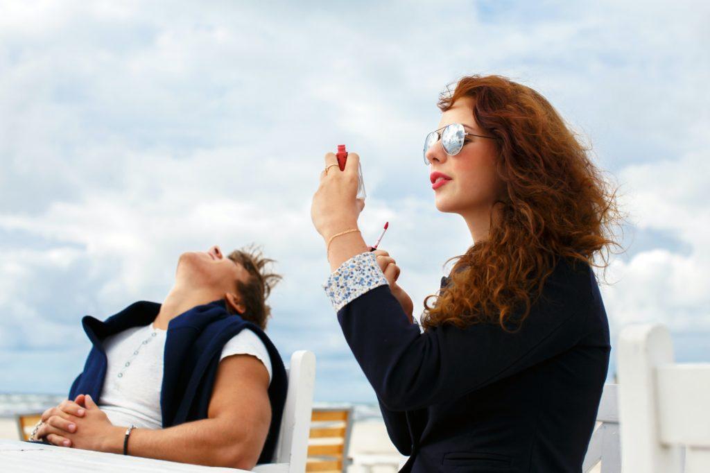 أهمية ارتداء النظارة الشمسية