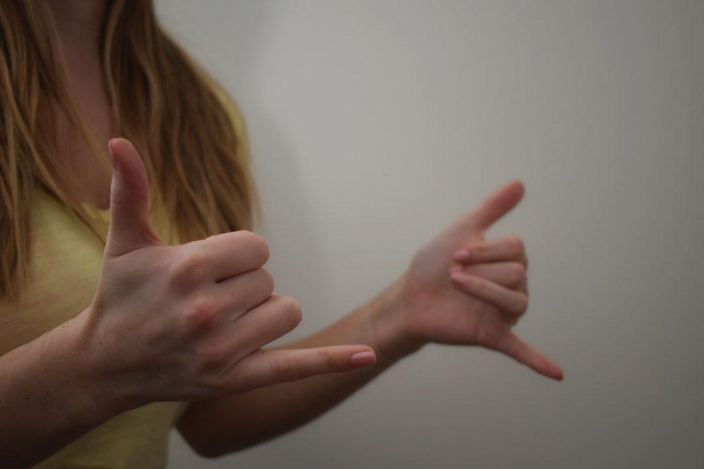طرق تساعد في تعلم لغة الاشارة