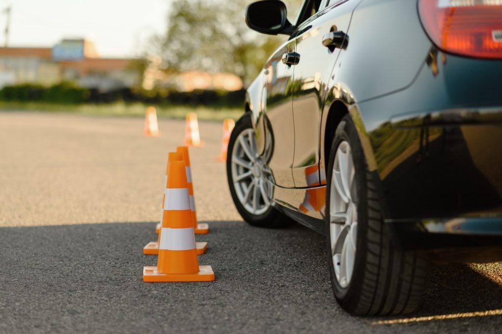 حافظ على مسافة آمنة عند تعلم القيادة