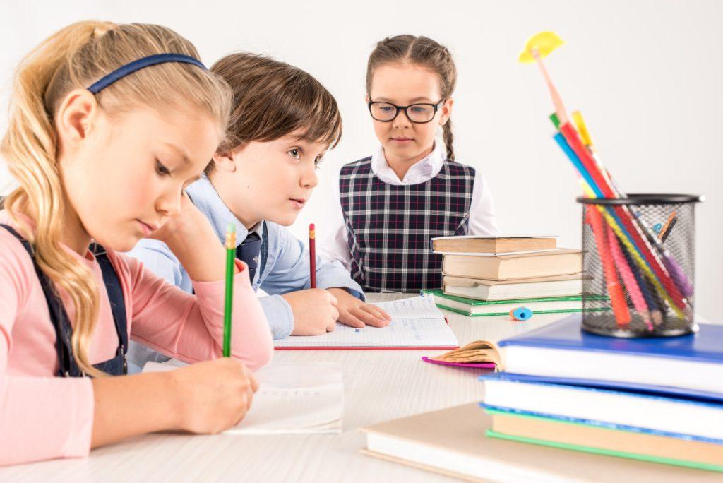 نصائح عليك اتباعها عن تعلم الكتابة لطفلك لأول مرة