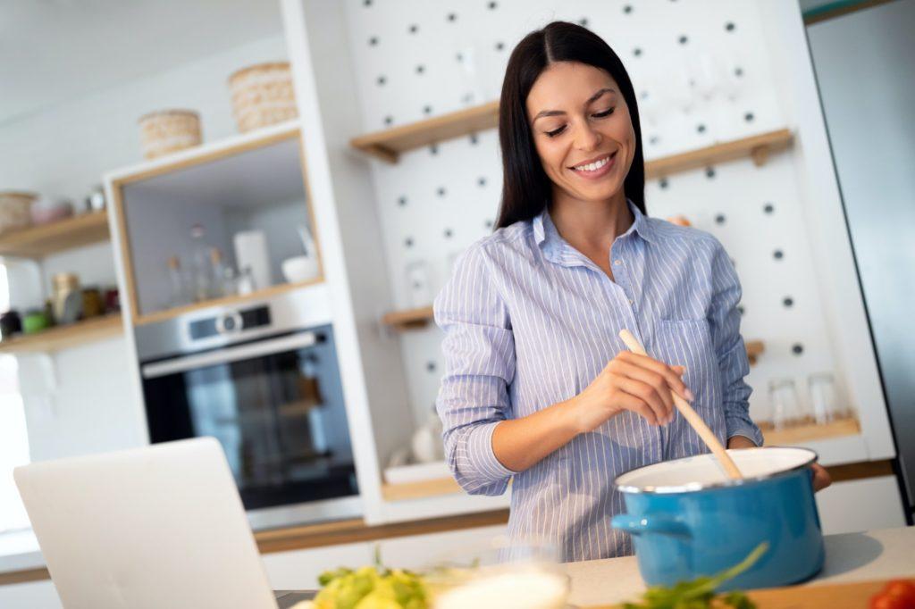 أفضل 5 قنوات عربية لتعلم فن الطهي