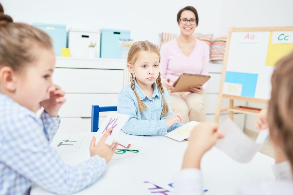 ماهي أسس تعلم الحروف الهجائية للاطفال على أساسها؟