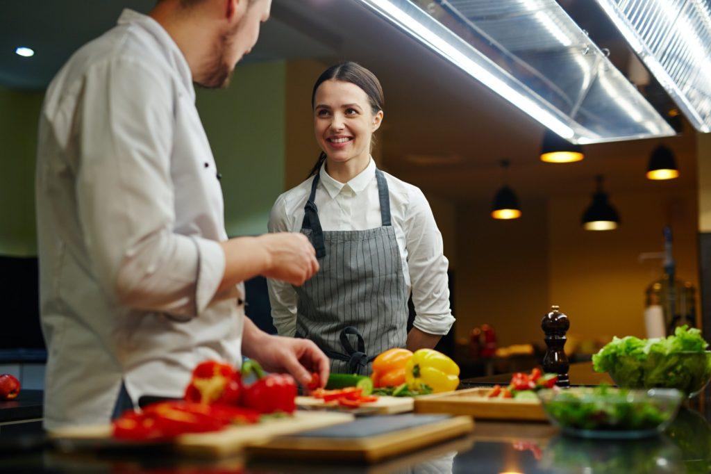 كيفية تعلم الطبخ بمهارة؟