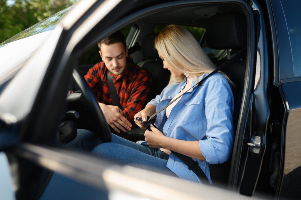 تعلم قيادة السيارة للمبتدئين