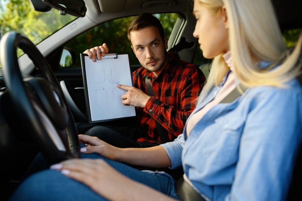 8 قواعد هامة يقدمها المدربين عن تعلم قيادة السيارة للمبتدئين