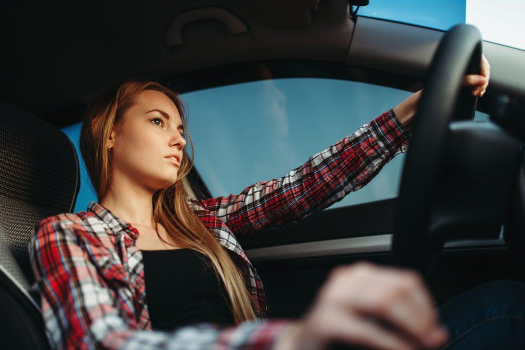 9 خطوات لابد الانتباه إليها عند قيادة السيارة اليدوية