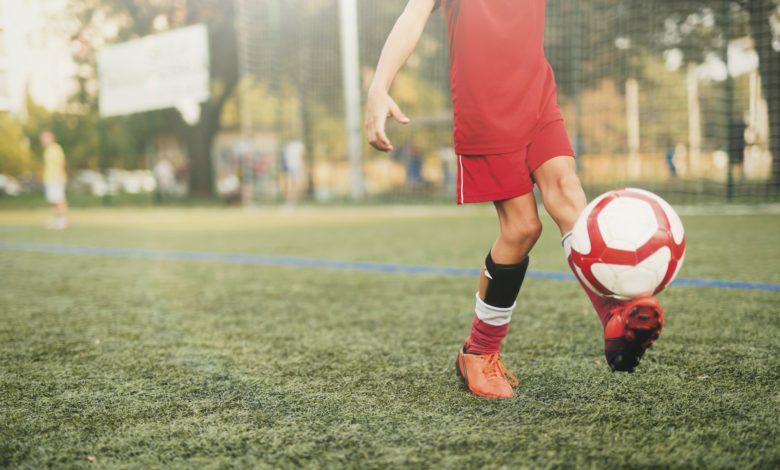 كيفية تعلم لعب كرة القدم للمبتدئين أهم 5 مهارات لابد من اكتسابها بالتدريب