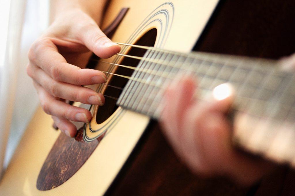 كيفية تعلم أساسيات الجيتار؟