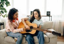 كيفية تعلم الجيتار بـ 4 طرق سهلة ؟
