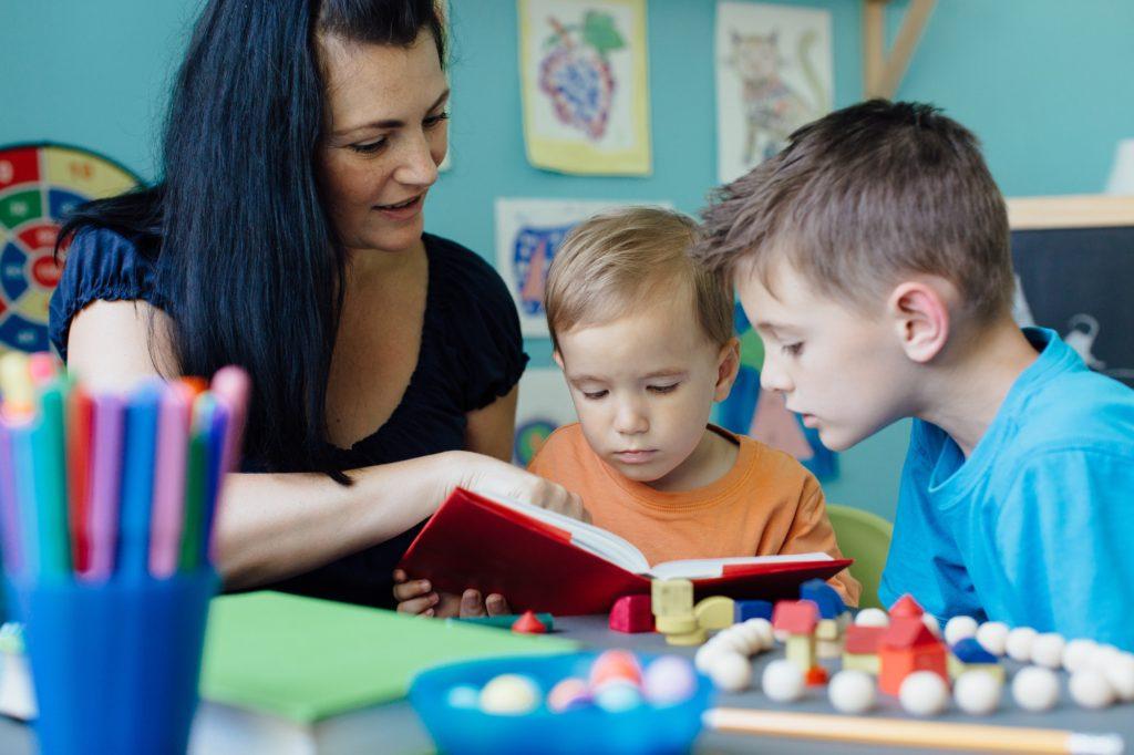 تعلم تهجئة الكلمات للأطفال