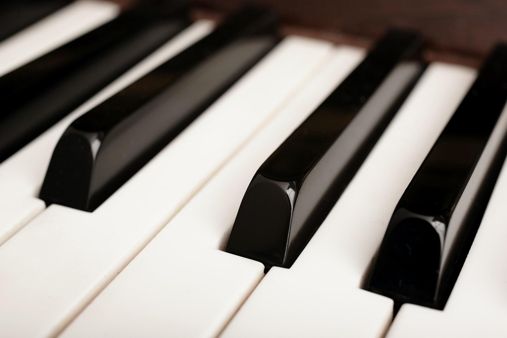 كيفية تعلم العزف على البيانو للمبتدئين