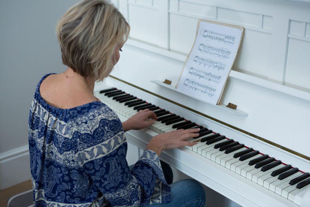 ما هي أفضل الطرق تعلم البيانو بسهولة؟