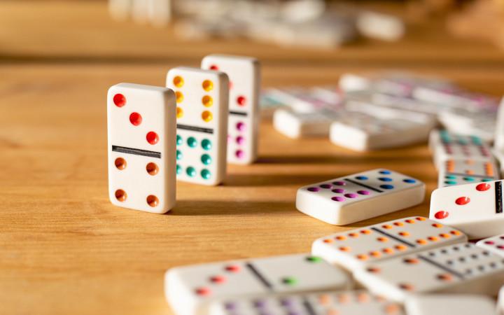 كيفية تعلم لعبة الدومينو واحترافها بسهولة؟