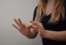 كيفية تعلم لغة الاشارة بكل سهولة؟ 6 منصات مجانية لتعلمها بسرعة
