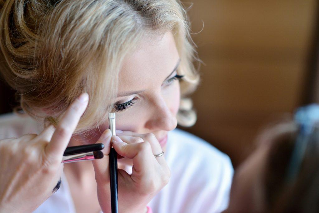 طرق عمل مكياج للعيون بجميع أنواعه